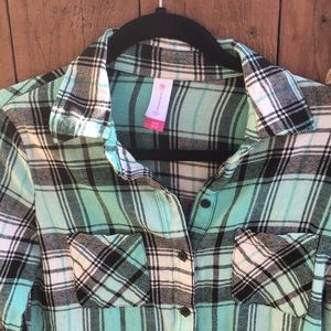 No Boundaries Tops - Turquoise and Black Flannel size small 3/5